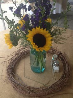 Centerpieces Sunflower Centerpieces, Rustic Centerpieces, Serving Ideas, Table Centers, Wedding Fun, Wedding Stuff, Bouquets, Bridal Shower, Entertaining