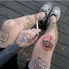 is that a bmth tattoo? Knee Tattoo, Leg Tattoos, Body Art Tattoos, Small Tattoos, Sleeve Tattoos, Cool Tattoos, Tatoos, Bmth Tattoo, Grunge Tattoo