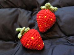 Here is my pattern for my amigurumi strawberries.....   This is the first pattern I've ever made public, and I've only tested it myself, so ...