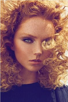 Two of my favorite things in a portrait - curly hair and freckles. Lily Cole by Koray Birand for Harper's Bazaar Turkey October 2011 Lily Cole, Red Curls, Gorgeous Redhead, Redhead Girl, Flawless Makeup, Harpers Bazaar, Freckles, Auburn, Redheads