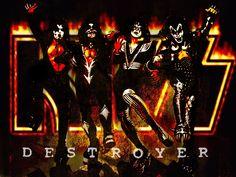 kiss een van de bekendste rockbands ter wereld.... ik zou graag iets met hun make-up/kledingstijl in het project verwerken