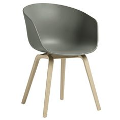 About A Chair by Hay combines a sleek oak frame with a streamlined polypropylene shell. A result of close collaboration between designer Hee Welling and HAY, About A Chair is a collection of outstanding simplicity and combinability. Natural Wood Furniture, Concrete Furniture, Furniture Chairs, Recycled Furniture, Furniture Ideas, Table And Chairs, Dining Chairs, Hay Chair, Hay About A Chair