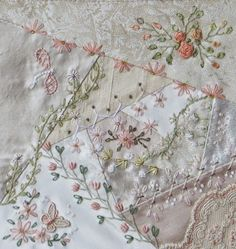 how to do crazy patchwork Silk Ribbon Embroidery, Hand Embroidery Patterns, White Embroidery, Quilt Patterns Free, Vintage Embroidery, Embroidery Stitches, Embroidery Designs, Block Patterns, Crazy Quilt Stitches