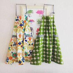 エプロンにはいろいろな作り方がありますので、簡単なものなら、布1枚&まっすぐ縫いだけでできちゃいますよ。慣れてきたらデザインを好きに楽しめるところも魅力。余った半端な布や古着だってエプロンの材料になります☆ Sewing Crafts, Apron, Fancy, Summer Dresses, Instagram Posts, How To Make, Handmade, Vintage, Fashion