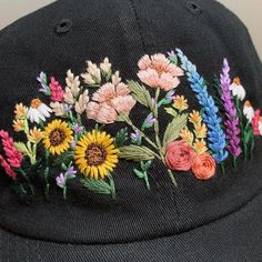 Hand Embroidery Videos, Hat Embroidery, Flower Embroidery Designs, Embroidery Stitches, Embroidery Patterns, Custom Embroidered Hats, Embroidered Clothes, Bone Bordado, Couture Sewing Techniques