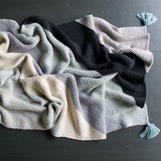 Get cozy this fall with a DIY knit color block blanket.