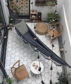 equipamiento y conjuntos de jardín para aprovechar el aire libre a partir de 15 m2 Tiny Balcony, Small Balcony Decor, Small Outdoor Spaces, Condo Balcony, Modern Balcony, Balcony Decoration, Outdoor Balcony, Hippie Bedroom Decor, Decor Home Living Room