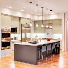 10 Cheap Kitchen Upgrades to Make Your Kitchen Look More Expensive Old Kitchen, Updated Kitchen, Kitchen Dining, Dining Room, Kitchen Garbage Can Storage, Home Renovation, Home Remodeling, Cheap Kitchen Updates, Hanging Light Fixtures