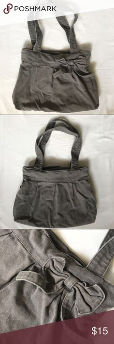 """Gray Tote Bag with Ribbon This purse is simple yet cute with the added touch of a girly bow  I have only used this once and it's in very good condition!   Product details:  - Measurements: Height: 12"""" ; Width: 15"""" ; Depth: 12.5"""" - 1 zipper pocket & 2 side pockets inside  ❣️ I'm open to reasonable offers ❣️ Forever 21 Bags Totes"""