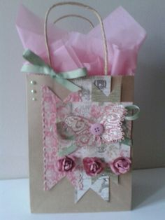 Dovecraft sweet paris gift bag. Creative Gift Wrapping, Creative Gifts, Homemade Gift Bags, Paris Gifts, Decorated Gift Bags, Craft Packaging, Kraft Bag, Gift Wraping, Christmas Gift Bags