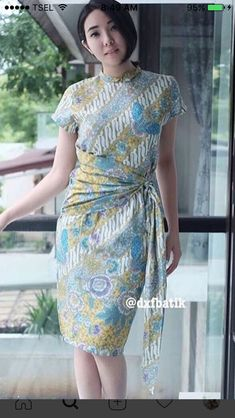 37 Ideas dress simple batik for 2019 Batik Kebaya, Kebaya Dress, Model Dress Batik, Modern Batik Dress, Dress Batik Kombinasi, Mode Batik, Best Prom Dresses, Party Dresses, Amarillis