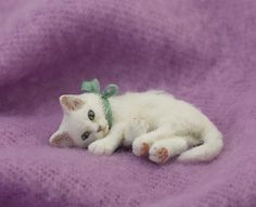 """Kerri Pajutee, IGMA Fellow - white kitten - sculpted freehand from polymer ckay with an embedded wire skeleton. while alpaca """"fur"""" was then applied. sold on ebay for $900"""