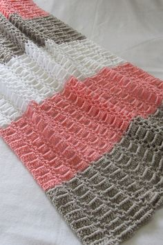 Easy Crochet Blanket for Baby, Perfect for Beginners Try this quick and easy unisex crochet blanket for baby. This afghan pattern is made up of a beautiful stitch and is perfect for beginners. Crochet Baby Blanket Free Pattern, Easy Crochet Blanket, Crochet Afghans, Baby Afghans, Crochet Owls, Crochet For Beginners Blanket, Crochet Bedspread, Crochet Cushions, Crochet Blocks