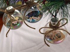 Fill ornaments with sand and shells collected on vacation for your tree! 20 Easy Handmade Holiday Ornaments and Decorations : Decorating : Home & Garden Television Homemade Christmas Crafts, Diy Christmas Ornaments, Handmade Christmas, Holiday Crafts, Christmas Decorations, Beach Ornaments, Glass Ornaments, Christmas Gingerbread, Gingerbread Houses