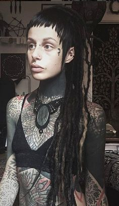 Emlo @aknajewelry etsy.com/shop/aknajewelry Piercings, Body Tattoos, Girl Tattoos, Tattoo Passion, Elle Fanning, Hippie Vintage, Rasta Hair, Belle Hairstyle, Beautiful Dreadlocks