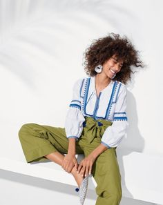 Crew women's perfect outfit ingredients: Tassels on the shirt, pom-poms on the shoes, bow on the pants. Oh, and raffia earrings. Preppy Style, My Style, It Goes On, Instagram Shop, The Girl Who, Summer Tops, Everyday Fashion, Stylish Outfits, Spring Summer Fashion