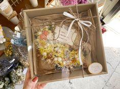 """神戸市垂水区のプリザとドライの小さな花屋 on Instagram: """"・ 今週もありがとうございました😊 9/13(日)は定休日になります。 宜しくお願い致します🙇♀️ ・ ・ gift order お誕生日のお母様へ🎁 海外に住む娘様からご注文をいただきました✨ メッセージを添えてお母様へ直送させていただきました☺️ ・…"""""""
