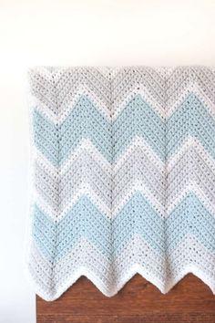 Make this chevron baby blanket crochet pattern to create a beautiful zig zag design using the single crochet stitch. Crochet Baby Blanket Free Pattern, Crochet For Beginners Blanket, Free Crochet, Crochet Ripple, Easy Crochet, Crochet Blankets, Ripple Afghan, Crochet Afgans, Chevron Baby Blankets