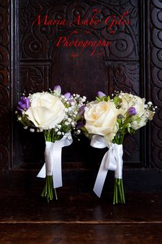 Stunning and simple bridesmaids bouquets Simple Bridesmaid Bouquets, Bridesmaids, Elegant Wedding, Wedding Flowers, Wedding Photos, Wedding Photography, Table Decorations, Portrait, Stylish