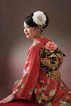 Japanese Kimono young lady #japan #kimono Japanese Hairstyle Traditional, Traditional Dresses, Yukata Kimono, Kimono Dress, Japanese Costume, Japanese Kimono, Geisha Japan, Asian Ladies, Japan Girl