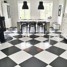 Kitchen floors in chessboard paint