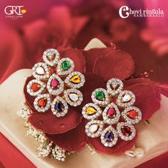 GRT Jewellers is one of the India's foremost jewellery store having an exquisite collection of jewellery in Gold, Diamond, Platinum and Silver created by the finest artisans of India. Also available exclusively in GRT Jewellers Online Jewellery Shopping. Jewelry Design Earrings, Gold Earrings Designs, Gold Jewellery Design, Ear Jewelry, Beaded Jewelry, Designer Earrings, Gold Jewelry Simple, Golden Jewelry, Antique Jewellery Designs