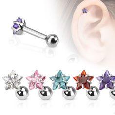 Tragus piercing met een ster van kristal