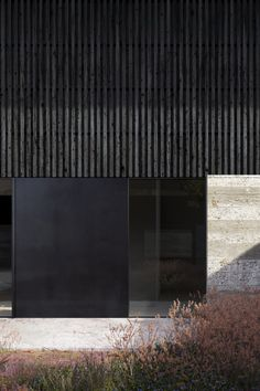 Beautiful black and concrete textures cladding this modern home. I love the juxt… – Exterior Architecture Building Design, Concrete Architecture, Facade Design, Interior Architecture, Concrete Facade, Black Architecture, Concrete Texture, Minimalist Architecture, Building Facade