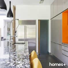 How to Choose Countertops that Match your Kitchen Colors. Whether you're remodeling or fixing outdated countertops these selection tips will help.: Granite Countertops Come in a Variety of Colors Kitchen Wall Colors, Kitchen Paint, New Kitchen, Kitchen Design, Kitchen Decor, Kitchen Ideas, Types Of Countertops, Kitchen Countertops, Kitchen Cabinets