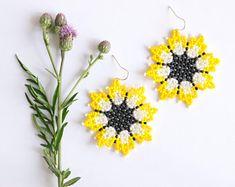 Huichol beaded earrings, Yellow colorful tribal Mexican earrings flower earrings Huichol art, boho chic, gift for women, ethnic handmade Tassel Jewelry, Beaded Jewelry, Flower Earrings, Beaded Earrings, Beaded Crafts, Beaded Skull, Pink Gifts, Beading Tutorials, Beaded Flowers