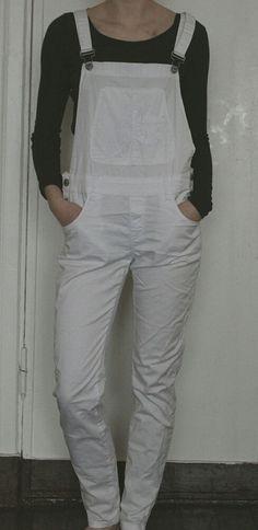 Białe jeansowe ogrodniczki :)