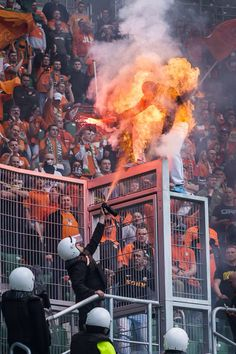 Soccer Flare + Pepper Spray = Polish Fan on Fire! Amazing Photo - Soccer Security in Poland Learn Flares & Pepper Spray Don't Mix Soccer Match, Soccer Fans, Football Fans, Ronaldo Football, Worst Day, Security Guard, Perfect Timing, Catching Fire, Having A Bad Day