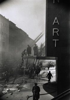 ELLIOTT ERWITT    New York. A fire at the Museum of Modern Art. 1958