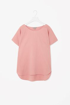 Designed for relaxed wear, this top is made from lightweight cotton with an extra-soft feel. A loose fit, it has a wide round neckline, short kimono sleeves and a curved hemline.