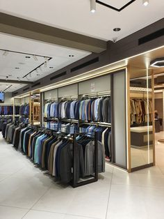 Clothing Store Interior, Clothing Store Displays, Clothing Store Design, Showroom Interior Design, Commercial Interior Design, Shoe Store Design, Aesthetic Stores, Suit Stores, Jewellery Showroom