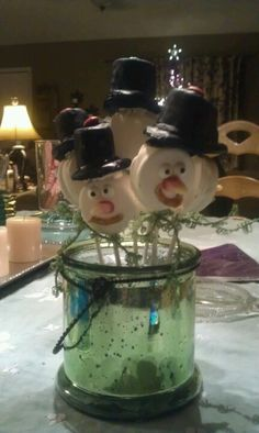 Snowman cookie pops.