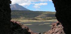 Argentinien: Schwarze Wüste La Payunia Mountains, Water, Travel, Outdoor, Volcanoes, Argentina, Mirrors, Viajes, Gripe Water