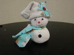 Manualidades- muñeco de nieve con un calsetin(media). DIY- Snowman