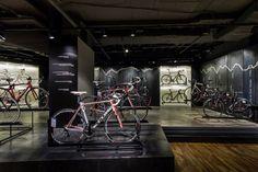 Engelhorn sports show room by Blocher Blocher Partners