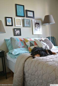 Love the wall art! Apartment Living, Dorm, Bean Bag Chair, Comforters, Blanket, Interior, House, Inspiration, Furniture