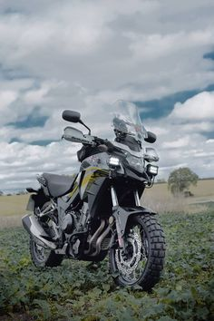 Pass test 😁 Buy bike 🏍️ Ride across the USA 🇺🇲️ Tim Cooper truly is living the dream! Bike: Adventure from Rally Raid Products. Scooter Motorcycle, Moto Bike, Trans America Trail, Ninja Bike, Biker Photography, Honda Cb 500, Gs500, Er6n, Moto Ducati