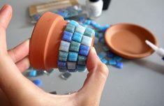 Mosaic Flower Pots, Mosaic Pots, Mosaic Wall Art, Mosaic Diy, Mosaic Crafts, Mosaic Projects, Tile Art, Flower Pot Crafts, Clay Pot Crafts