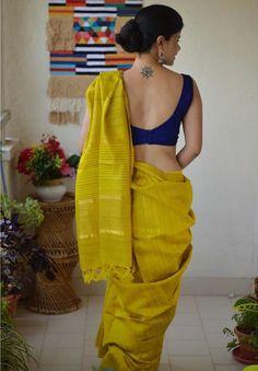 how to get a designer saree look with a simple saree 11 Indian Blouse Designs, Saree Blouse Neck Designs, Fancy Blouse Designs, Dress Designs, Blouse For Silk Saree, Traditional Blouse Designs, Cotton Saree, Silk Dress, Sari Design