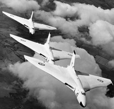 Avro Vulcan x3