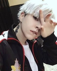 "Kwon Yoshida wearing a sweater from ""Free"" - Lol - Info Korea Cute Asian Guys, Cute Korean Boys, Asian Boys, Korean Boys Ulzzang, Korean Men, Ulzzang Girl, Ullzang Boys, Hot Boys, Yoonmin"