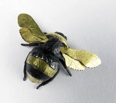 I love Zoe Arnold! I discovered her a few years ago and bought a Beautiful necklace with citrine and cute bird earrings with small diamonds. I have always loved collecting art and jewellery from artists I admire. Bee Jewelry, Insect Jewelry, Animal Jewelry, Jewlery, Buzzy Bee, Bee Brooch, Insect Art, Bee Art, Bird Earrings