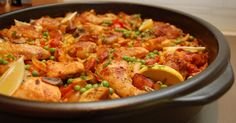 Chicken Paella, Andalusian Style - paella style dish without seafood. (They say Paella is a Valencian medieval dish, so no bell peppers, sausages and tomatoes in REAL paella ; Chicken Paella, Seafood Paella, Bbc Good Food Recipes, Great Recipes, Healthy Recipes, Paella Valenciana, Paella Recipe, Hungarian Recipes, Hungarian Food