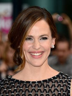 Low, romantic #hairstyle like Jennifer Garner's side-swept chignon - perfect for a dinner party.
