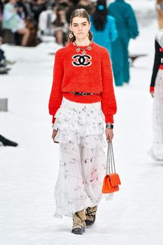 Chanel Herbst/Winter Ready-to-Wear - Fashion Shows.- Chanel Herbst/Winter Ready-to-Wear – Fashion Shows Fashion Week, Runway Fashion, Winter Fashion, Womens Fashion, Fashion Trends, Paris Fashion, Vogue Fashion, Karl Lagerfeld, Fall Collection