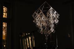 Przeźroczystość słomek daje wrażenie lekkości i zwiewności konstrukcji.